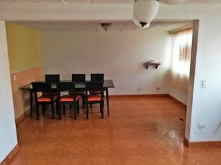 Una sala de estar llena de muebles y un suelo de madera en URB DULAZAR