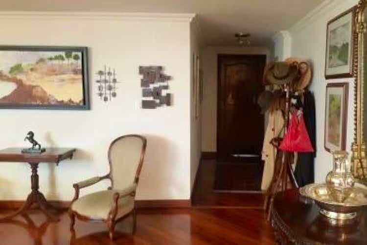 Portada Apartamento en Bogota Santa Barbara - cuatro alcobas, más alcoba y baño de servicio