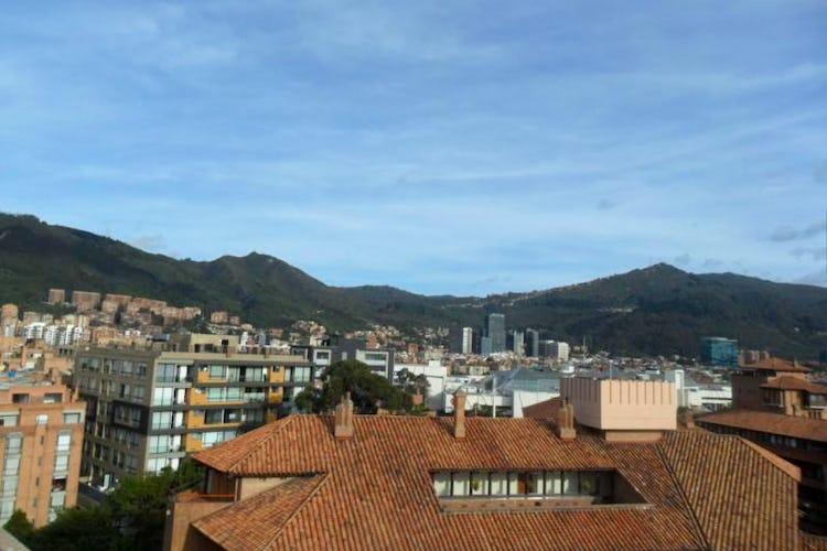 Foto 18 de Apartamento En Venta En Bogota La Carolina con linda vista exterior en séptimo piso