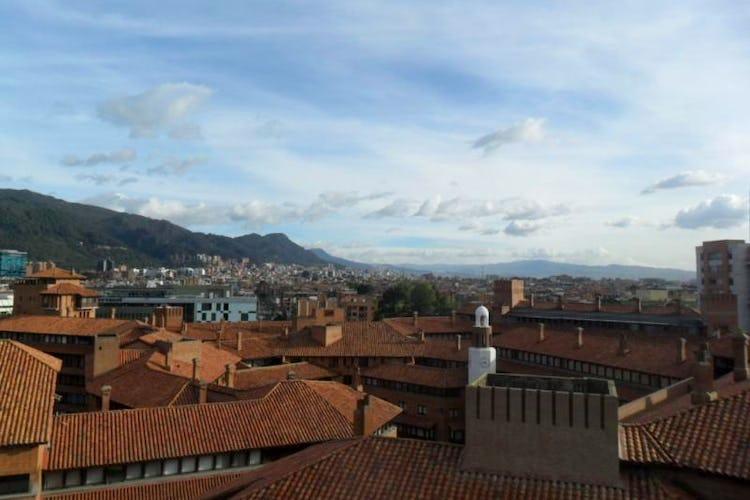 Foto 23 de Apartamento En Venta En Bogota La Carolina con linda vista exterior en séptimo piso