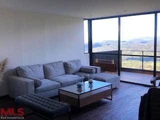Una sala de estar llena de muebles y una ventana en Sierragrande 2