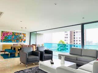 Una sala de estar llena de muebles y una gran ventana en Azul Pacifico