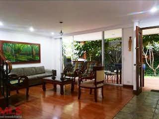 Una sala de estar llena de muebles y una televisión de pantalla plana en Montiel 1