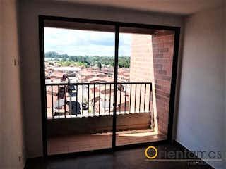 Una vista de una ciudad desde una ventana en TERRACOTA