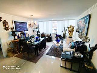 Una sala de estar llena de muebles y una televisión de pantalla plana en Apartamento en venta en Las Nieves de 73m2