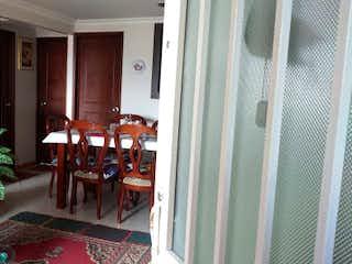 Una sala de estar llena de muebles y una televisión de pantalla plana en Apartamento en venta en Casco Urbano Soacha, 50m²