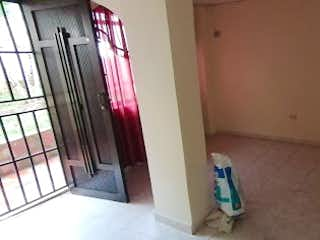 Un cuarto de baño con un inodoro y una puerta en Casa en venta en San Pedro, 180mt