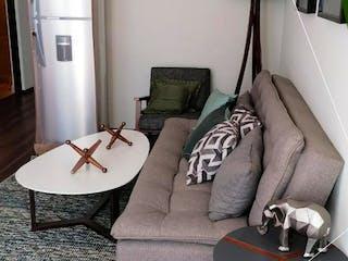 Una sala de estar con un sofá y una silla en Eligio Ancona 86