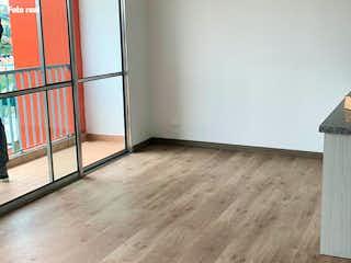 Una cocina con un suelo de madera y un suelo de madera en Torres del Campo