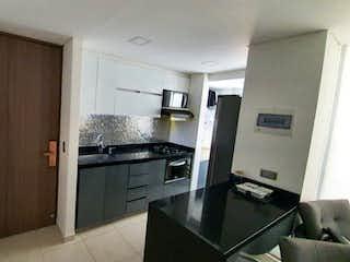 Una cocina con nevera y fregadero en Apartamento en venta en Niquía, de 61mtrs2