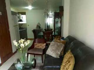 Una sala de estar llena de muebles y una chimenea en TORRE ASIS
