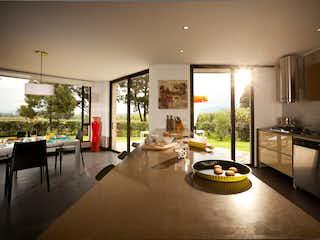 Una cocina muy bonita con un gran ventanal en La Arborada de Cota