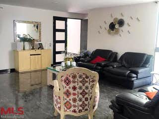 Una sala de estar llena de muebles y una ventana en Parcelación Leño Verde