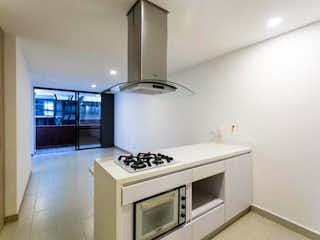 Una cocina con una estufa y un fregadero en Apartamento en venta en Barrio Laureles, de 100mtrs2