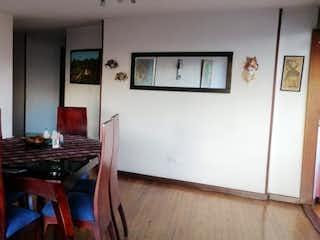 Una habitación que tiene una mesa y sillas en ella en Apartamento en venta en Acevedo Tejada de 133m² con Balcón...