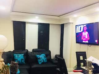 Una sala de estar llena de muebles y una televisión de pantalla plana en Apartamento En Venta En Calandaima de 45m2