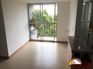Una cocina con una ventana, un lavabo y una ventana en MANZANILLOS