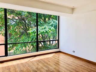 Un dormitorio con un gran ventanal y un balcón en Apartamento en venta en El Virrey, 162mt