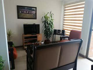 Una sala de estar llena de muebles y una televisión de pantalla plana en Apartamento en venta en La Ceja de dos habitaciones