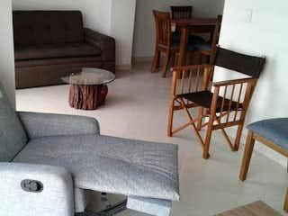 Una sala de estar con un sofá-silla y una mesa de café en Apartamento en venta en San Nicolás de dos habitaciones