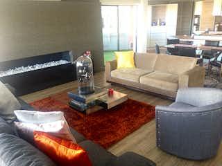 Una sala de estar llena de muebles y una mesa de café en Sierras del Moral