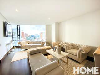 Una sala de estar llena de muebles y una gran ventana en Apartamento en venta en Rincón del Chicó de 95m2