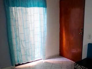 Un cuarto de baño con un inodoro y una ducha en Apartamento en venta en San Miguel, 37mt con balcon