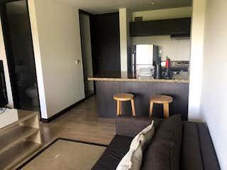 Una sala de estar llena de muebles y una ventana en Apartaestudio en venta en Llanogrande, 41mt con balcon