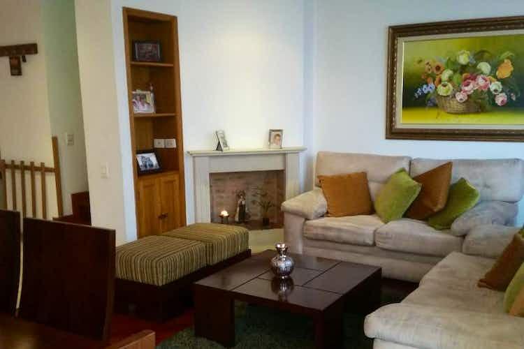 Portada Casa En Bogota, Colina Campestre, cuenta con tres pisos y tres alcobas.