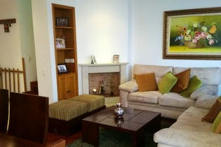 Casa En Bogota, Colina Campestre, cuenta con tres pisos y tres alcobas.