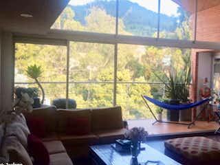 Una sala de estar llena de muebles y una ventana en Apartamento en venta en Bella Suiza, 200mt penthouse