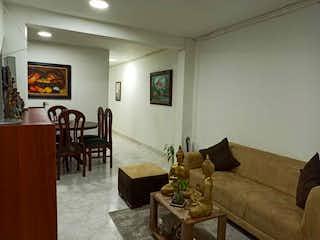 Una sala de estar llena de muebles y una mesa en Apartamento en venta en Barrio Buenos Aires, de 132mtrs2