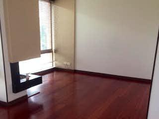Una vista de una sala de estar con suelos de madera en Casa en Venta en Niza de 214m2