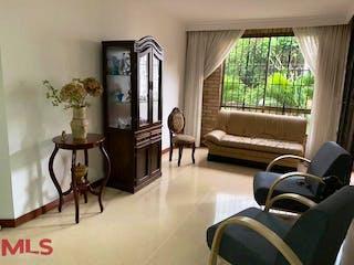 Una sala de estar llena de muebles y una ventana en Santa Rita Real