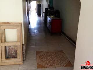 Una vista de una sala de estar con una alfombra en el suelo en Casa en venta en San Pedro de 180mts