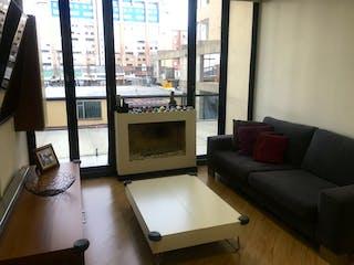 Una sala de estar llena de muebles y una ventana en Apartamento en venta en Ándes Norte de 72m2