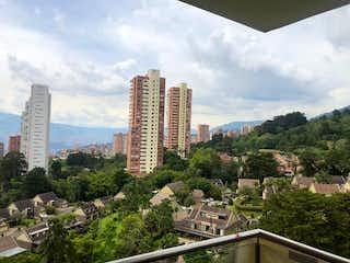 Una vista de una ciudad con un horizonte de la ciudad en el fondo en Apartamento en venta en Castropol de 3 habitaciones
