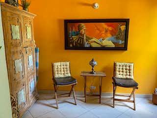 Una sala de estar llena de muebles y una pintura en Apartamento en venta en Mota 89m² con Gimnasio...