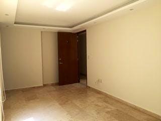 Un cuarto de baño con un inodoro y un lavabo en DEPARTAMENTO CON ROOF GARDEN PRIVADO