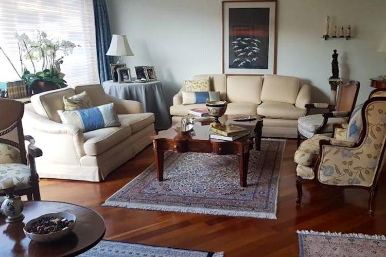 Foto 1 de Apartamento en Bogota Rosales - dos alcobas c/u con baño y vestier