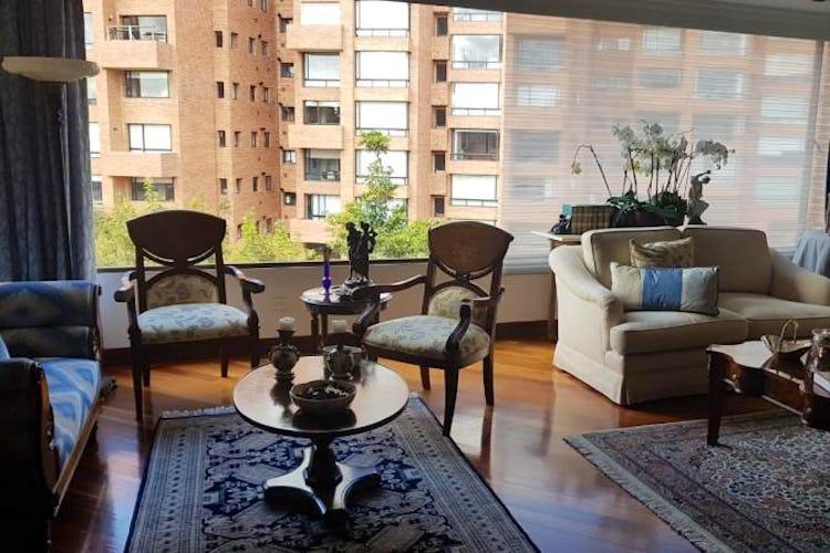 Foto 2 de Apartamento en Bogota Rosales - dos alcobas c/u con baño y vestier