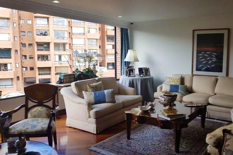 Foto 3 de Apartamento en Bogota Rosales - dos alcobas c/u con baño y vestier