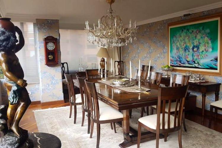 Foto 4 de Apartamento en Bogota Rosales - dos alcobas c/u con baño y vestier