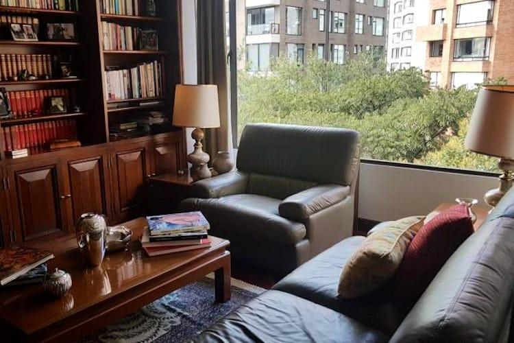 Foto 6 de Apartamento en Bogota Rosales - dos alcobas c/u con baño y vestier