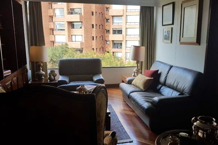 Foto 7 de Apartamento en Bogota Rosales - dos alcobas c/u con baño y vestier