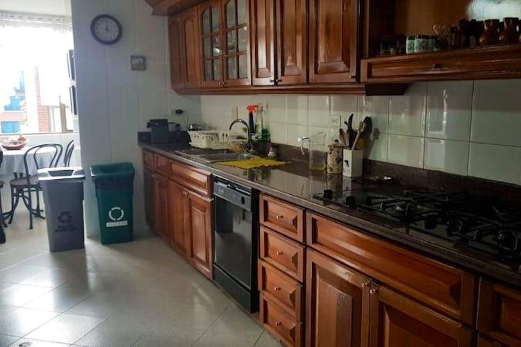 Foto 8 de Apartamento en Bogota Rosales - dos alcobas c/u con baño y vestier