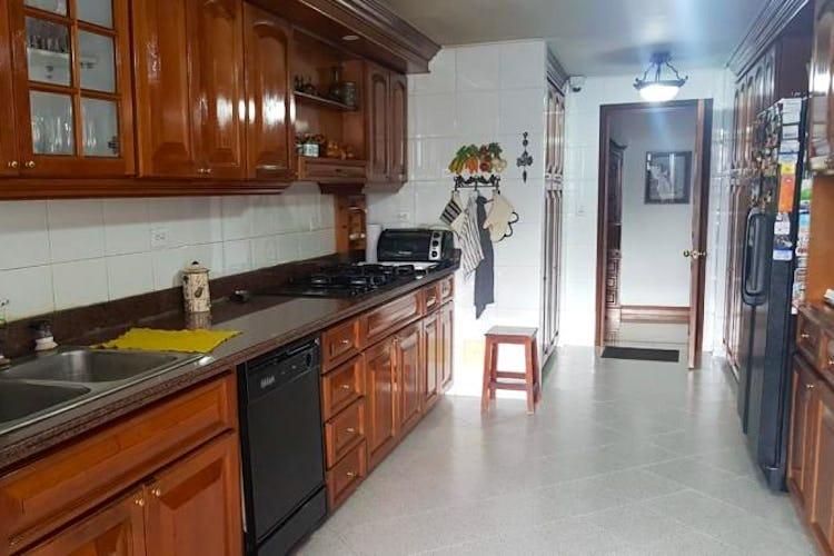 Foto 9 de Apartamento en Bogota Rosales - dos alcobas c/u con baño y vestier