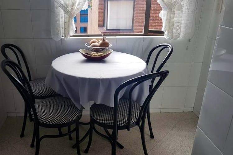 Foto 10 de Apartamento en Bogota Rosales - dos alcobas c/u con baño y vestier