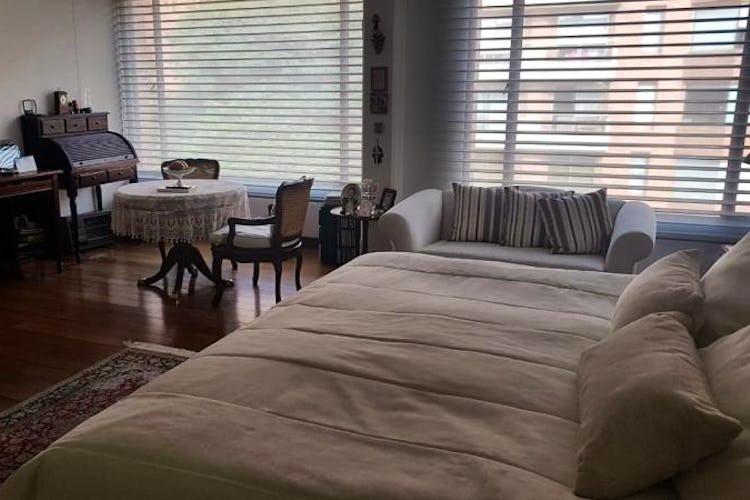 Foto 11 de Apartamento en Bogota Rosales - dos alcobas c/u con baño y vestier