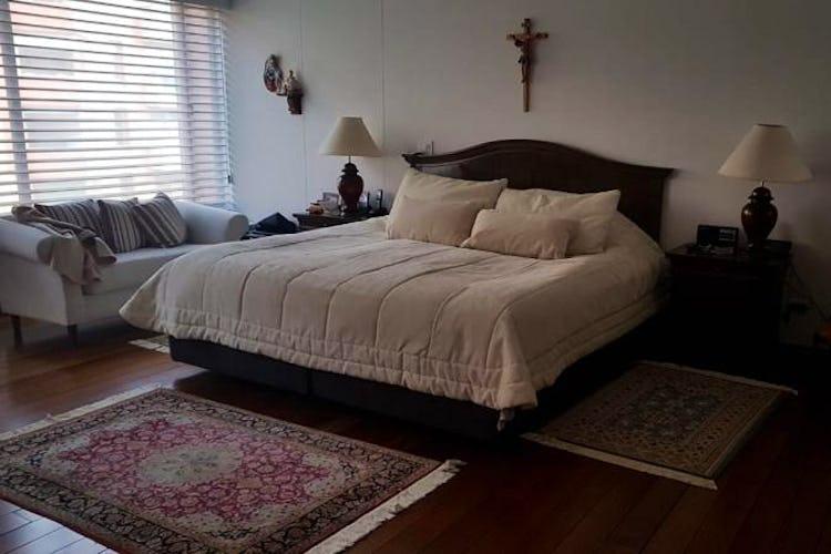Foto 12 de Apartamento en Bogota Rosales - dos alcobas c/u con baño y vestier